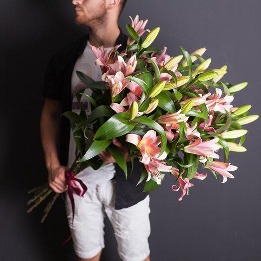 15 лилий : букеты цветов на заказ Flowwow