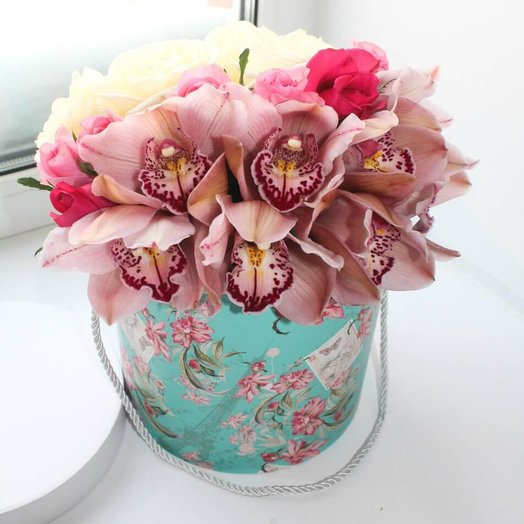 """Шляпная коробка """"Орхидеи и розы"""""""