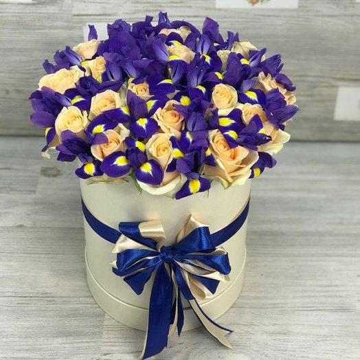 Коробки с цветами. Розы. Ирисы. N95: букеты цветов на заказ Flowwow