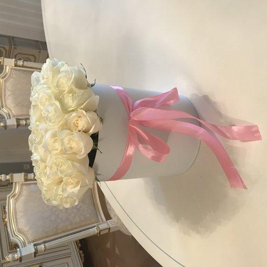 Белая роза в коробке: букеты цветов на заказ Flowwow
