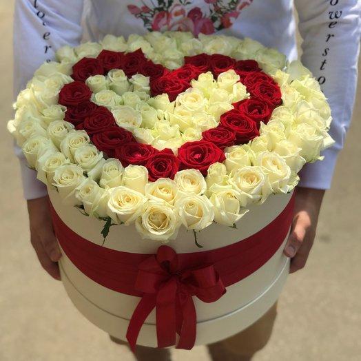 Коробки с цветами. Роза Красная Белая. 101 роза. Сердца из Роз. N209