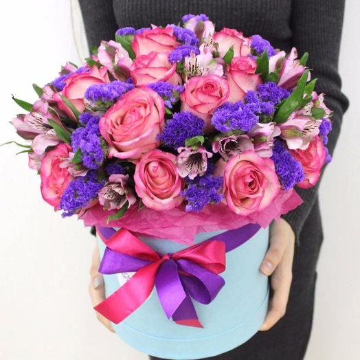 Шляпная коробка с розой и альстромерией: букеты цветов на заказ Flowwow