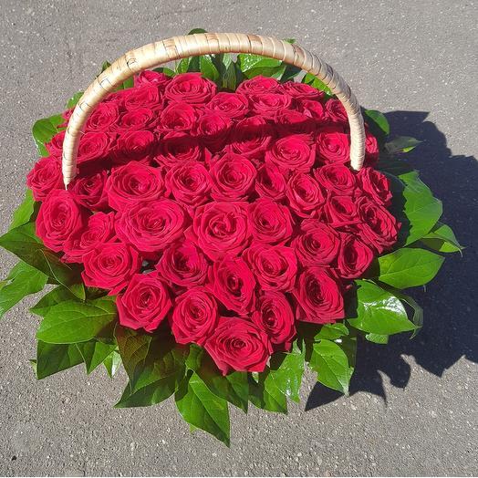 Корзина из роз. 51 роза в виде сердца: букеты цветов на заказ Flowwow