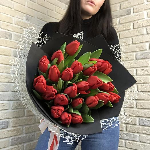 19 Красных тюльпанов: букеты цветов на заказ Flowwow