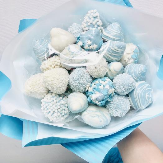Букет из клубники «Небесный»: букеты цветов на заказ Flowwow
