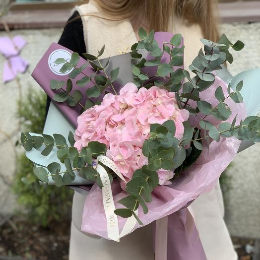 Нежно-розовая гортензия: букеты цветов на заказ Flowwow