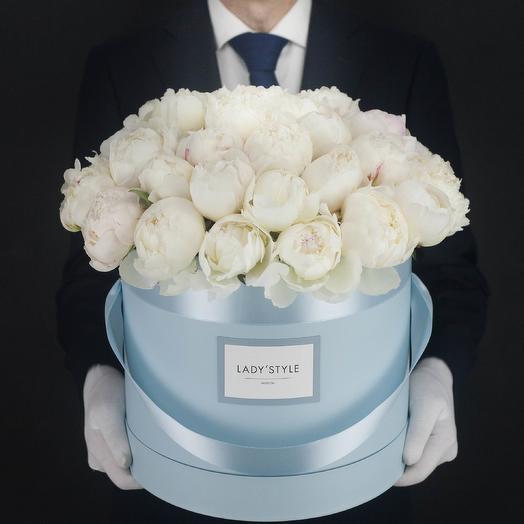 Французские пионы Duchesse в шляпной коробке XL: букеты цветов на заказ Flowwow