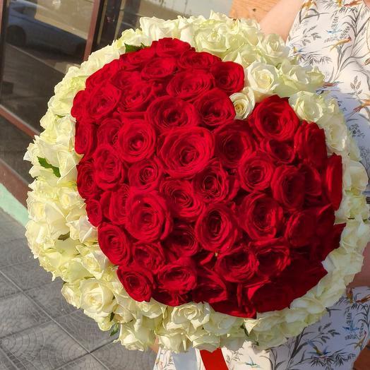 Сердце из 135 роз: букеты цветов на заказ Flowwow