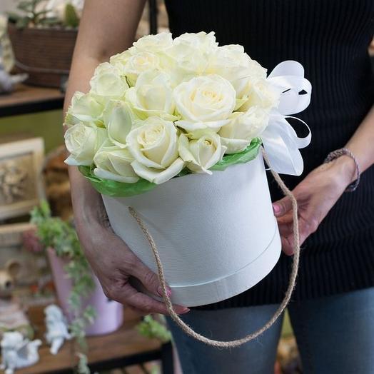 25 белых роз в коробке: букеты цветов на заказ Flowwow