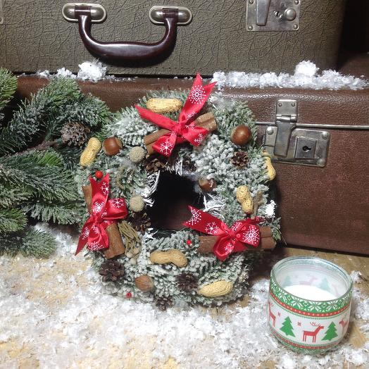 Новогодний венок Ореховое Рождество: букеты цветов на заказ Flowwow
