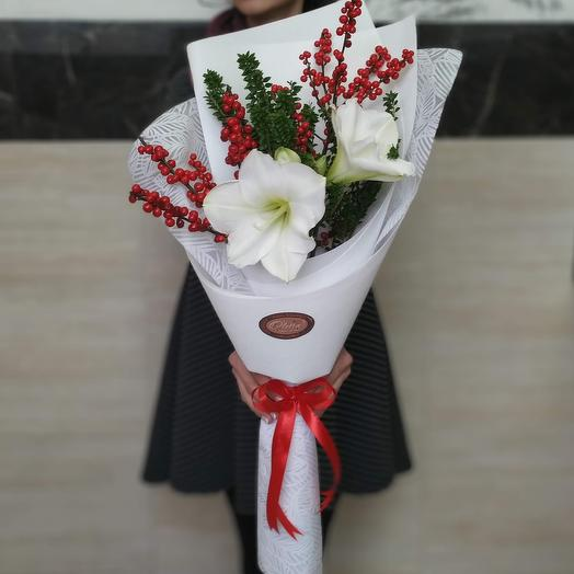 Новогодний яркий букет: букеты цветов на заказ Flowwow