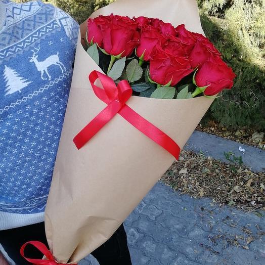 ✅ Букет красных роза в крафт бумаге