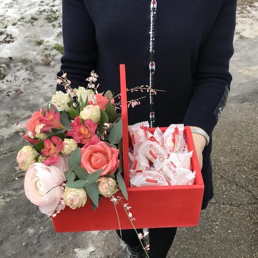 Ящик вкусный: букеты цветов на заказ Flowwow