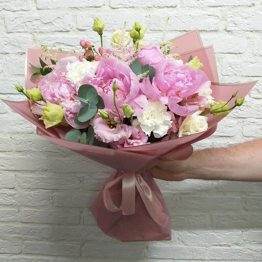 Букет с пионами и астильбой: букеты цветов на заказ Flowwow