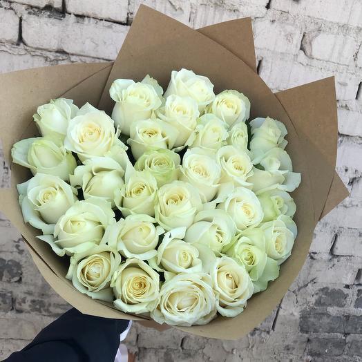 Букет из 31 шикарной белой розы