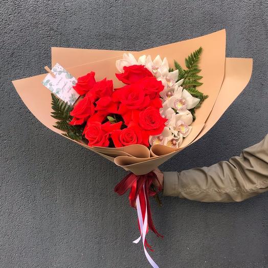 Букет с розами и цимбидиумом
