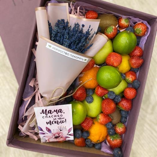Коробочка с цветами и фруктами