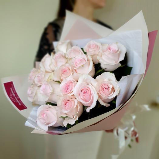 Нежный букет из 17 роз