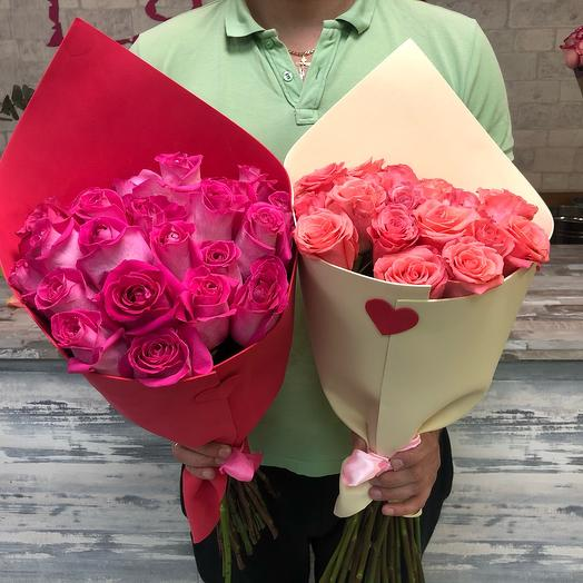 19 ярких роз с оформлением
