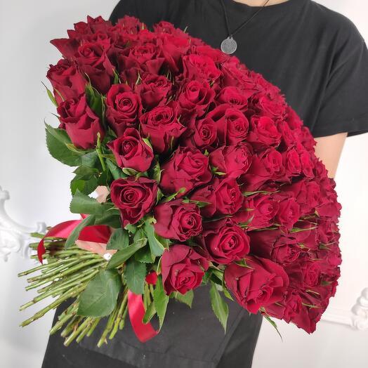 Букет из 101 красной розы (Коробка конфет в подарок, а так же шарики в подарок, подробности в описании)