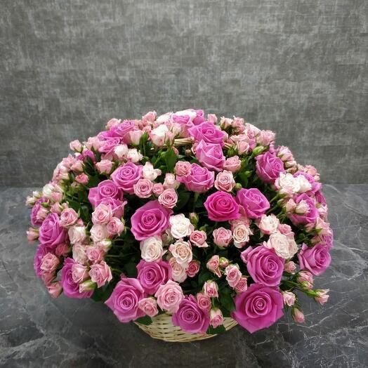 Романтичная корзина роз