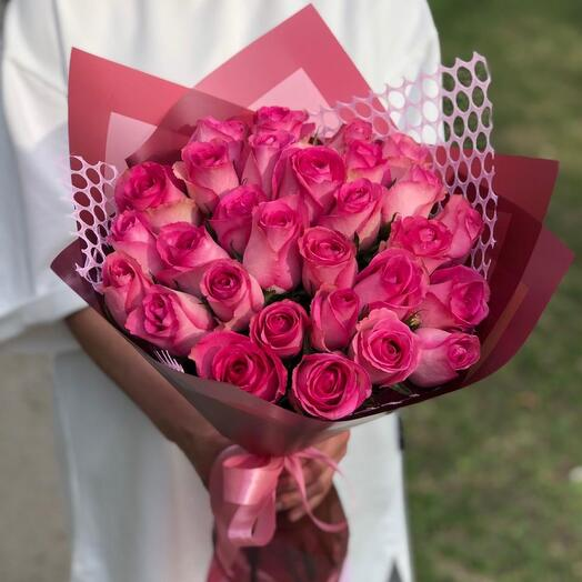 29 кенийских роз в красивой упаковке