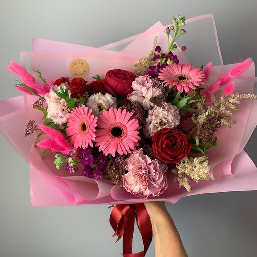 Букет с пионовидной розой и герберами