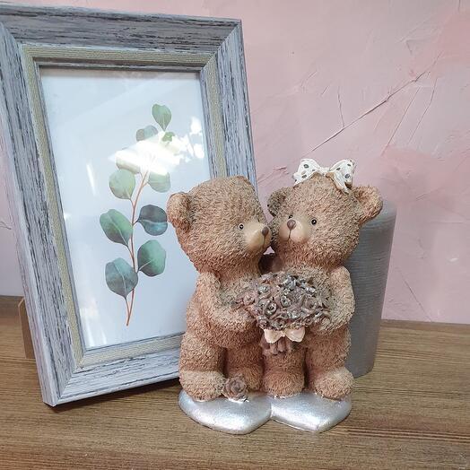 """Сувенир """"Медвежата с цветами"""""""