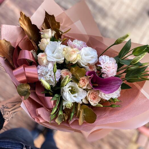 Букет сборный из роз и эустомы «Золотая карамель»