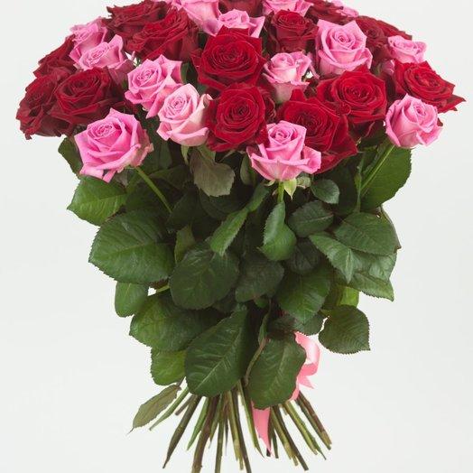 35 розовых и красных роз