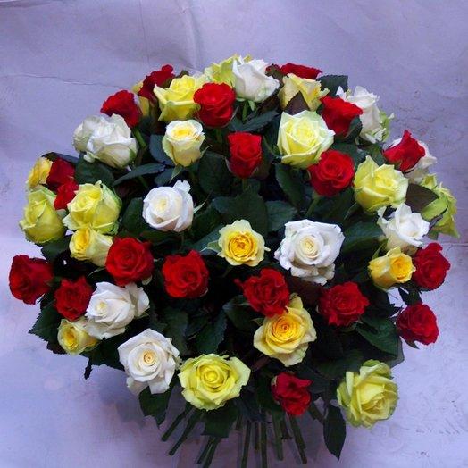 Букет из 101 разноцветной розы: букеты цветов на заказ Flowwow