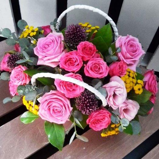 Корзина с цветами Улыбнись: букеты цветов на заказ Flowwow