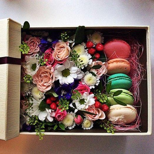 Коробка с макарунами Просто так: букеты цветов на заказ Flowwow