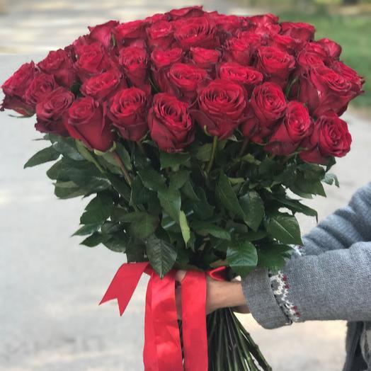 Букет из 65 красных голландских роз 60 см: букеты цветов на заказ Flowwow