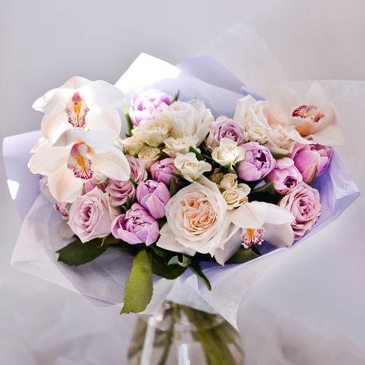 Нежный букет из орхидей и пионовидных тюльпанов: букеты цветов на заказ Flowwow