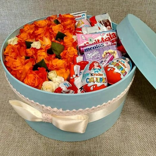 Коробка с розами Марио и сладостями