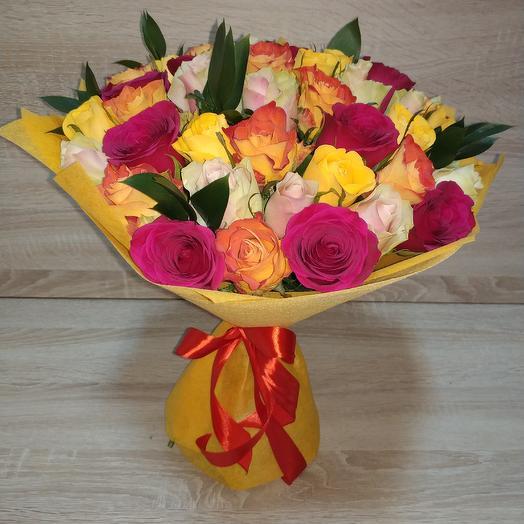 Букет из ярких разноцветных роз: букеты цветов на заказ Flowwow