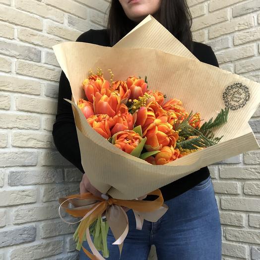 Пионовидные тюльпаны и мимоза: букеты цветов на заказ Flowwow