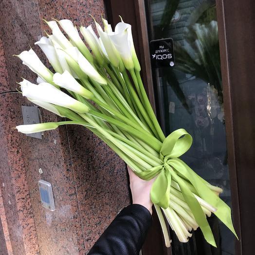 Шикарные каллы для шикарной дамы: букеты цветов на заказ Flowwow