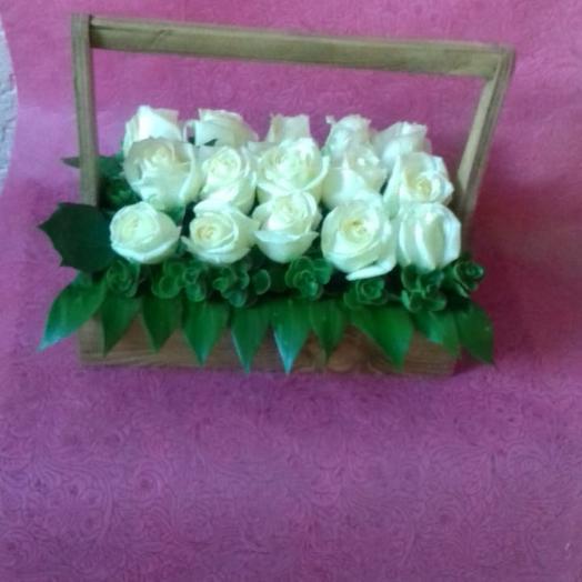 Сундучок с белыми розами