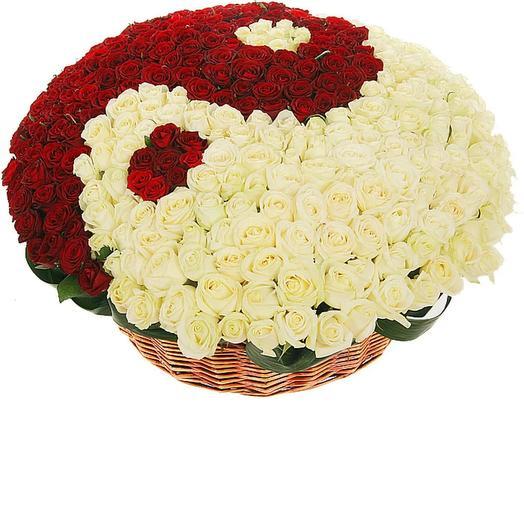 """Корзина из 301 розы """"Инь и Янь"""": букеты цветов на заказ Flowwow"""