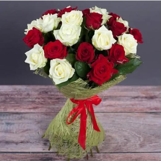 """Букет из роз """"белое и красное"""""""