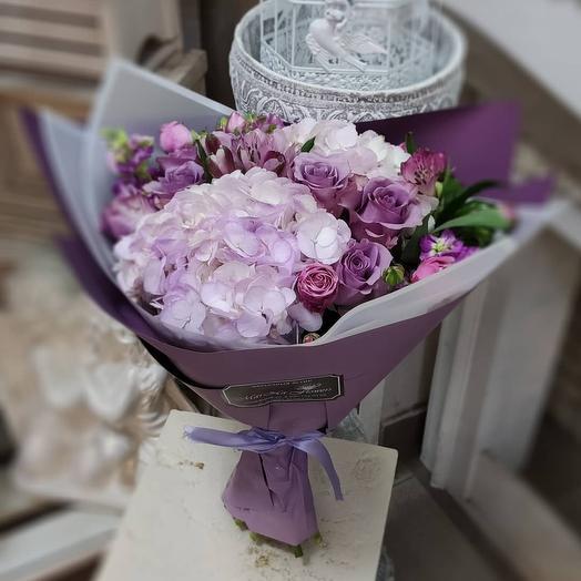 Букет с гортензиями: букеты цветов на заказ Flowwow
