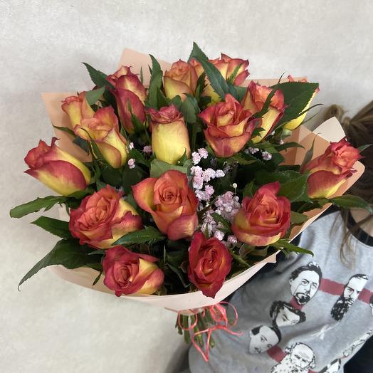 Яркий букет ко дню влюблённых: букеты цветов на заказ Flowwow