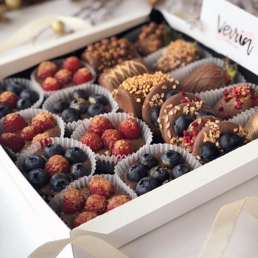"""Фрукты и ягоды в шоколаде """"Berry Kingdom"""": букеты цветов на заказ Flowwow"""