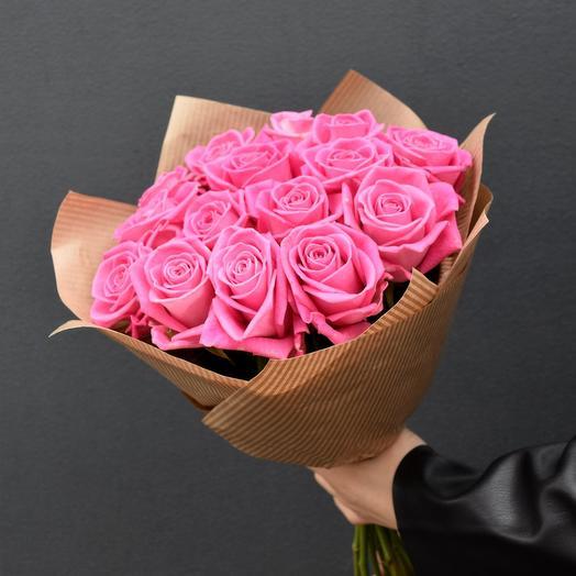 15 розовых роз в упаковке