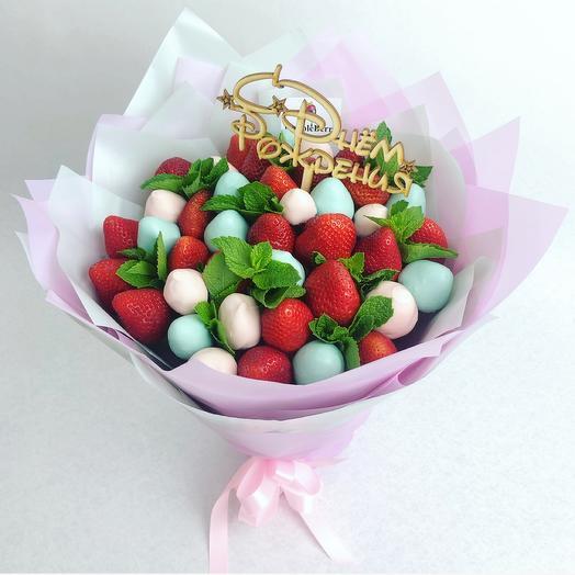 Букетик из клубники в розовом и голубом шоколаде