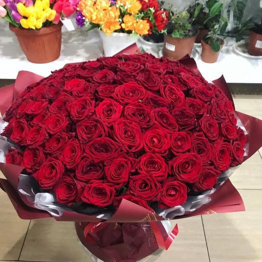 101 Роза в стильной упаковке