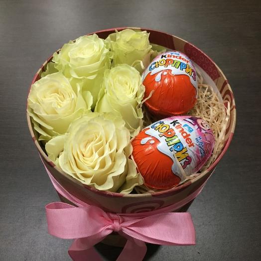"""Цветы и сладости в коробке """"Сюрприз"""""""