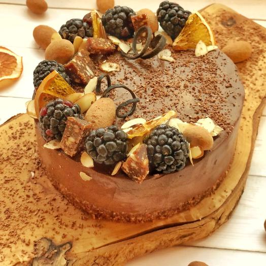 Шоколадный постный торт на миндальном красте